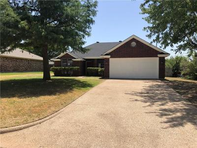 Cleburne Single Family Home For Sale: 707 Mann Court