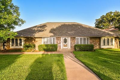 Arlington Single Family Home For Sale: 2106 Hill Country Drive