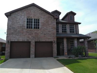 Fort Worth Single Family Home For Sale: 8625 Star Thistle Drive