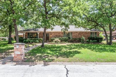 Tarrant County Single Family Home For Sale: 620 Overland Trail