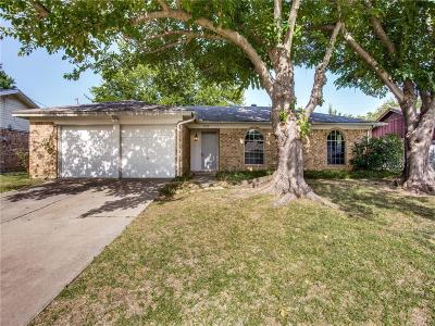 Bedford Single Family Home For Sale: 2132 Shady Grove Drive