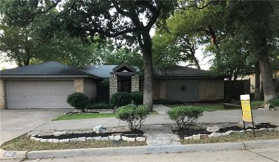Hurst Single Family Home For Sale: 612 Stonehenge Drive