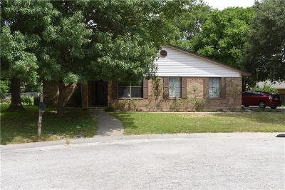 Denton County Single Family Home For Sale: 105 Colonial Heights