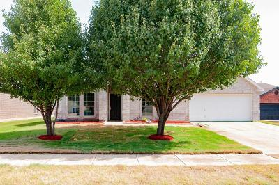 Azle Single Family Home For Sale: 509 Dominick Court