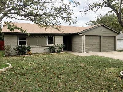 North Richland Hills Single Family Home For Sale: 7516 Oak Ridge Drive