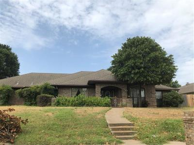 Burleson Single Family Home For Sale: 735 NW Renfro Street