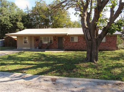 Comanche Single Family Home For Sale: 312 Woodlawn Drive