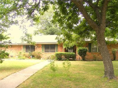 Hubbard Single Family Home Active Contingent: 401 NE 3rd Street