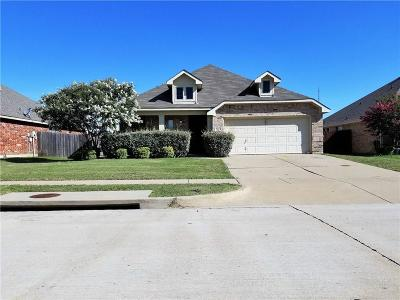Mansfield Single Family Home For Sale: 812 Cutting Horse Drive