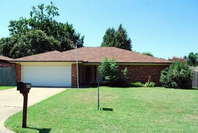 North Richland Hills Residential Lease For Lease: 8504 Crestview Drive