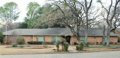 Grand Prairie Single Family Home For Sale: 2313 Robinhood Drive