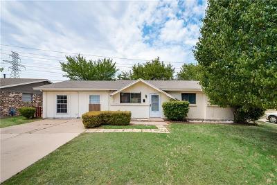 Haltom City Single Family Home For Sale: 4937 Tracy Drive