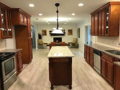 Hurst Single Family Home For Sale: 1425 Dorris Street