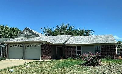 Saginaw Single Family Home For Sale: 804 Mustang Drive