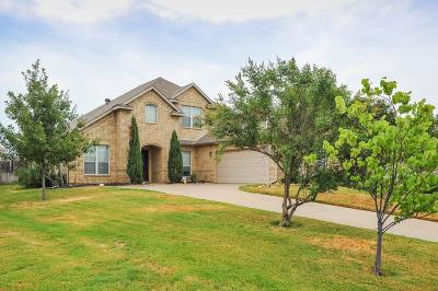 Kennedale Single Family Home Active Kick Out: 1317 Meadowview Drive