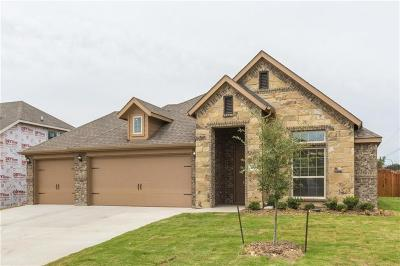 Kennedale Single Family Home For Sale: 304 Oliver Court