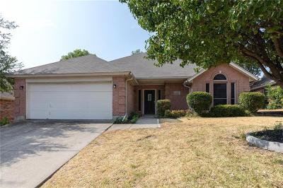 Haltom City Single Family Home For Sale: 5716 Straightaway Drive