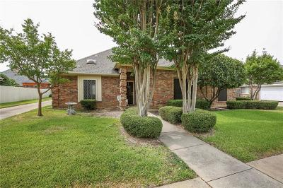 Hurst Single Family Home For Sale: 505 Springhill Drive