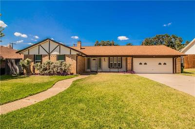 Hurst Single Family Home For Sale: 604 Cumberland Drive