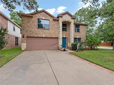 Fort Worth Single Family Home For Sale: 561 Cross Ridge Circle N
