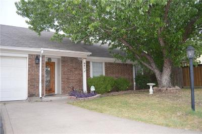 Grand Prairie Single Family Home Active Contingent: 841 Woodhaven Lane
