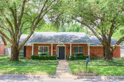 Arlington Single Family Home For Sale: 1902 Elmhurst Drive