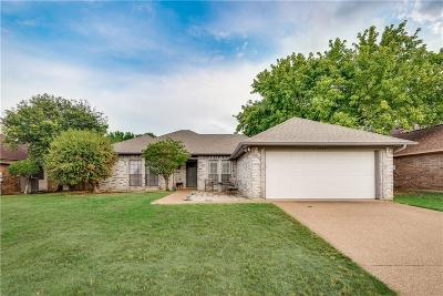 Benbrook Single Family Home For Sale: 1212 Concho Drive