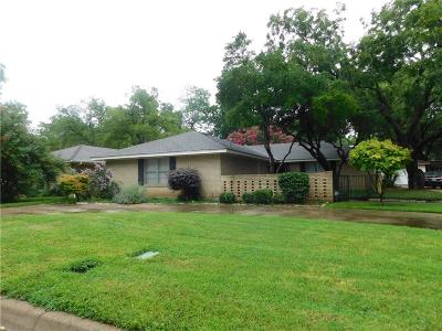 Tarrant County Single Family Home For Sale: 2318 Perryland Drive