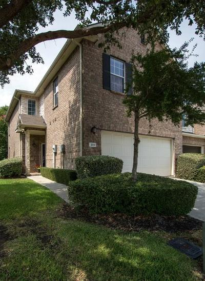 Lewisville Townhouse For Sale: 201 Prestwick Lane