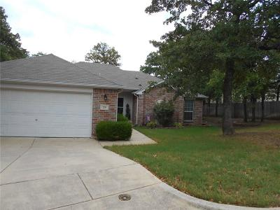Azle Single Family Home For Sale: 220 Ann Court
