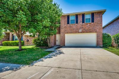 Fort Worth Single Family Home For Sale: 1700 Baxter Springs Drive
