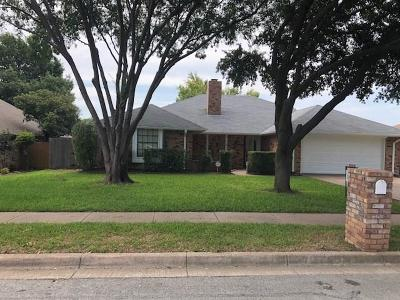 Benbrook Single Family Home For Sale: 449 Meadowhill Drive