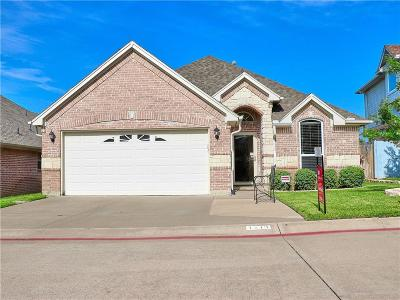 Bedford Single Family Home For Sale: 1213 Orchard Breeze