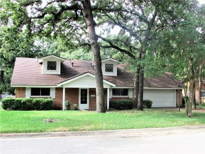 Hurst Single Family Home For Sale: 721 Joanna Drive