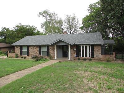 Hurst Single Family Home For Sale: 216 Crosstimber Drive