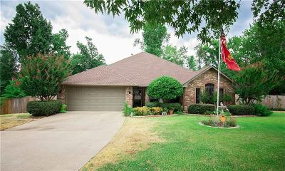 Lindale Single Family Home For Sale: 805 Edgewood Circle