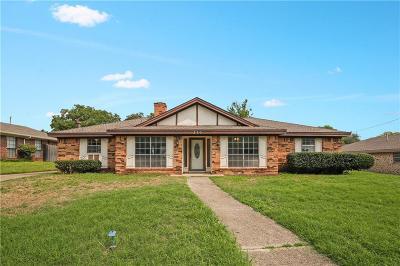 Hurst Single Family Home For Sale: 320 Baker Drive