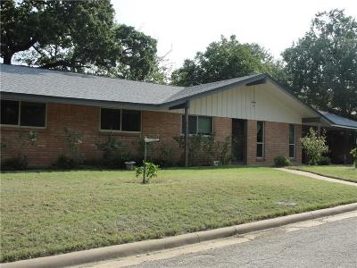 Mineral Wells Single Family Home Active Contingent: 601 Kingwood Drive