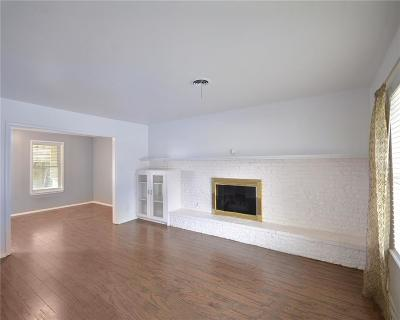 Hurst Single Family Home For Sale: 701 Woodcrest Drive
