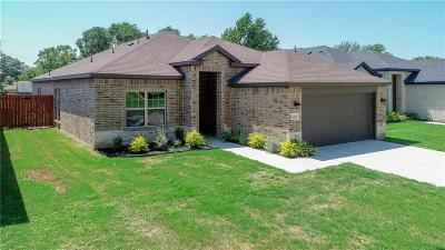 Hurst Single Family Home For Sale: 340 E Pecan Street