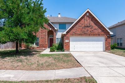 Haltom City Single Family Home For Sale: 4725 Woodhaven Lane