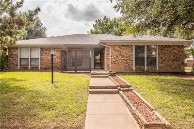 Hurst, Euless, Bedford Single Family Home For Sale: 2800 Live Oak Lane