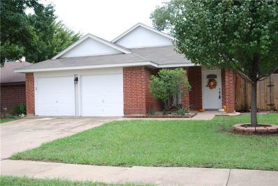 Arlington Single Family Home For Sale: 402 Angelina Drive