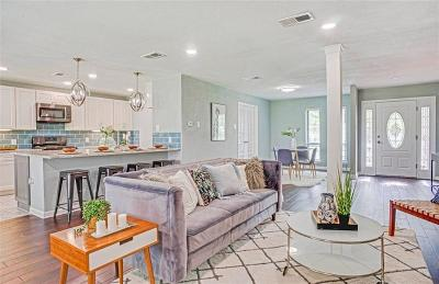 Bedford Single Family Home For Sale: 305 Somerset Circle