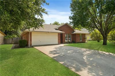 Waxahachie Single Family Home Active Kick Out: 205 N Meadowview Drive
