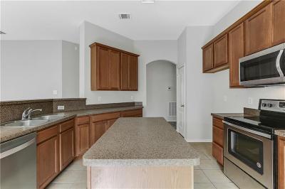 Grand Prairie Single Family Home For Sale: 2739 Triple Crown Lane