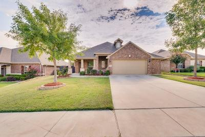 Burleson Single Family Home For Sale: 721 Stribling Drive