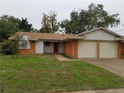 Arlington Single Family Home For Sale: 820 Ravenwood Drive