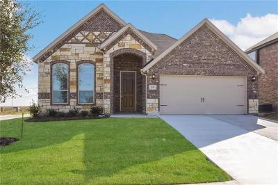 Saginaw Single Family Home For Sale: 331 Cattlemans Trail