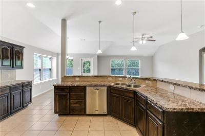 Fort Worth Single Family Home For Sale: 6925 Meandering Creek Lane